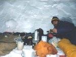 survival dalam gua es