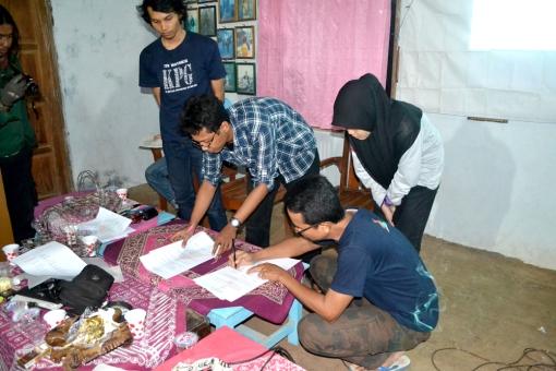 Penandatanganan AD/ART oleh Presidium Sidang Munas KPG
